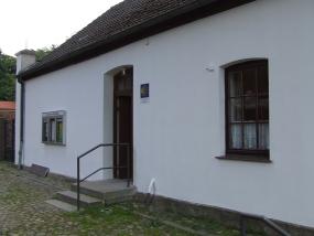 Pilgerherberge außen, Eingangsbereich